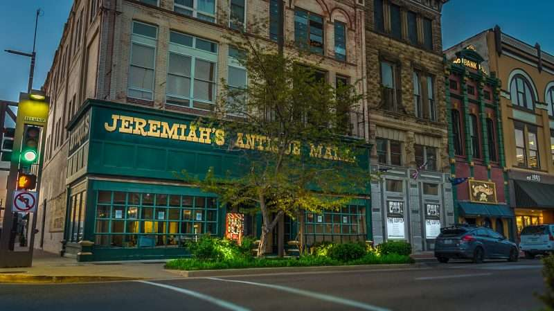 04.06.2017 - Wallerstein Apartments moving into former Jeremiahs Antique space Paducah - 3rd & Broadway/photonews247.com
