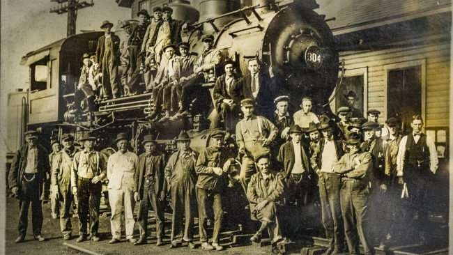 April 6, 2017 - Antiquated photo of ICRR Steam Engine with workers posing Paducah Railroad Museum/photonews247.com