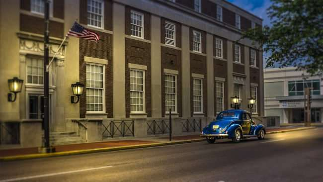 May 28, 2017 - Classic hot rod driving down Broadway by U.S. Courthouse a few days before RiverFront Rod Run 2017, Paducah, KY/photonews247.com