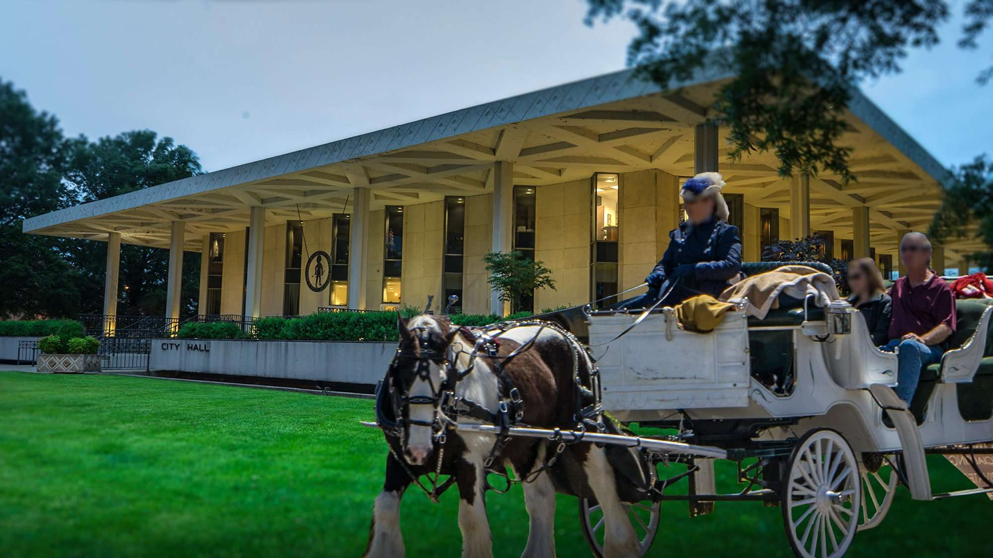 May 2017 - Horse and buggy from downtown composed on Paducah City Hall lawn /photonews247.com