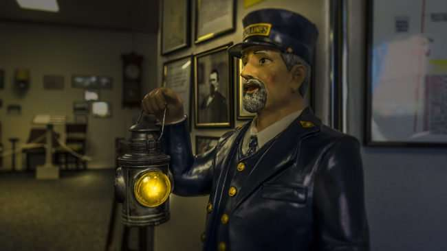April 6, 2017 - Statue of Lionel Lines conductor holding lantern Paducah Railroad Museum/photonews247.com