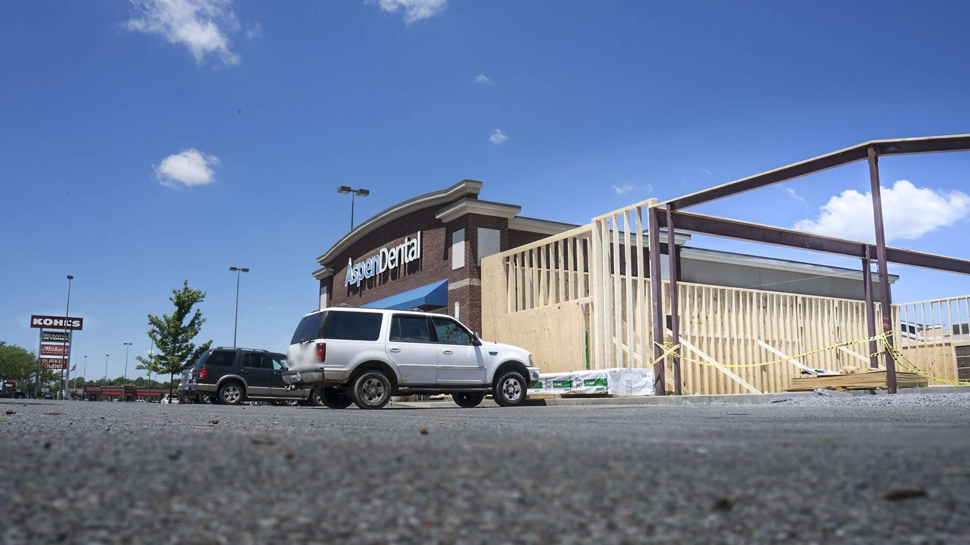 June 17, 2017 - Xfinity Comcast under construction adjacent to Aspen Dental, Hinkleville Rd, Kentucky Oaks Mall in Paducah, KY/photonews247.com