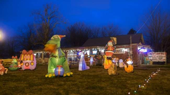 Dec 18, 2017 - Arnold's Grub Shack with Christmas lights, Paducah KY/photonews247.com