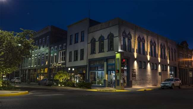 Aug 27, 2017 - Citizens Gym, Resides Apartment with attractive splash lighting on the building on Broadway Main Street, Paducah, KY/photonews247.com