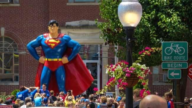 June 10, 2017 - Dean Cain with fans on Market Street at statue during Superman Celebration 2017, Metropolis, IL/photonews247.com
