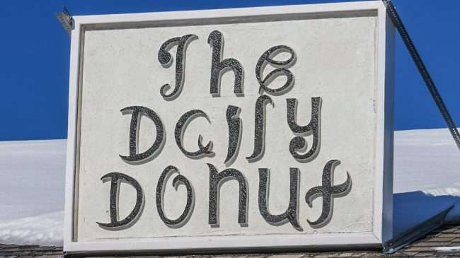 Jan 19, 2017 - The Daily Donut sign on roof at 5th Street, Metropolis, IL/photonews247.com