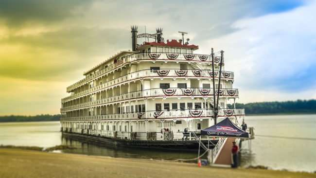July 25, 2017 - Queen of the Mississippi docked at Foot of Broadway in Downtown Paducah, KY/photonews247.com