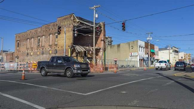 Feb 26, 2018 - Traffic moving after building collapse at 3rd St and Kentucky Ave, Paducah, KY/craig currie