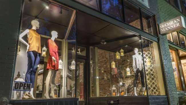 Aug 3, 2017 - Window displays at McClaran Manner Fashion Boutique Downtown Paducah, KY/photonews247.com