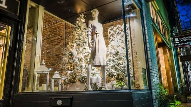 Nov 8, 2017 - decorated window at McClaran Manner Fashion Boutique, Market House Square, Paducah, KY/photonews247.com