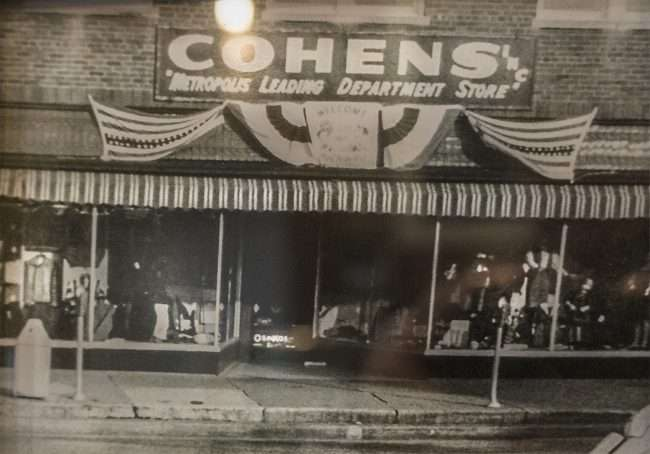 Oct 26, 2017 - Cohen's Department Store closed years ago now Sissy's resides at 613 Market Street in downtown Metropolis, IL./photonews247.com