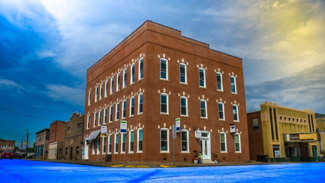 Aut 13, 2017 - Jones Building short-stay apartment hotel on Market Street in Superman Square, Metropolis, IL/photonews247.com
