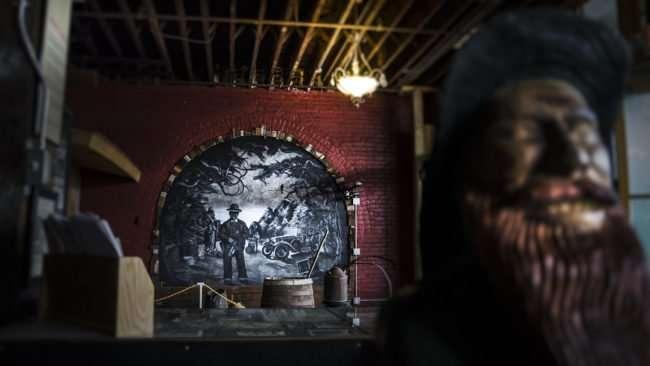 Aug 3, 2017 - Shanden Simmons mural in Moonshine Distillery atPaducah Distilled Spirits/photonews247.com