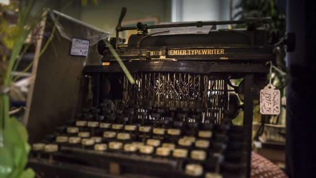 Aug 3, 2017 - Smith Premier Typewriter at Antique Galleria, 4th and Jefferson, Paducah, KY/photonews247.com