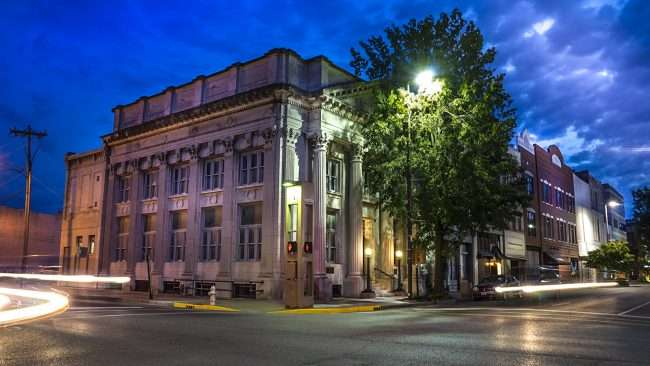 Aug 27, 2017 - Whitlow Roberts Houston Straub law firm in former bank building on Broadway Main Street, Paducah, KY/photonews247.com