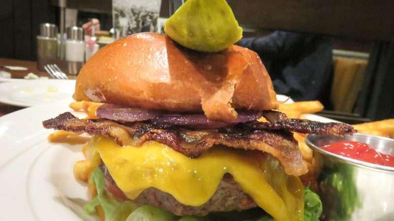 Jan 19, 2018 - Delicious Bridges Burger Metropolis/photonews247.com