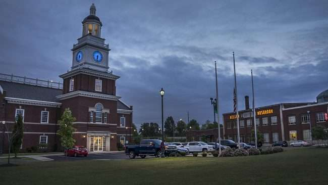 Oct 2, 2017 - Independence Bank and clock tower next to Mellow Mushroom, Broadway St, Paducah, KY/photonews247.com
