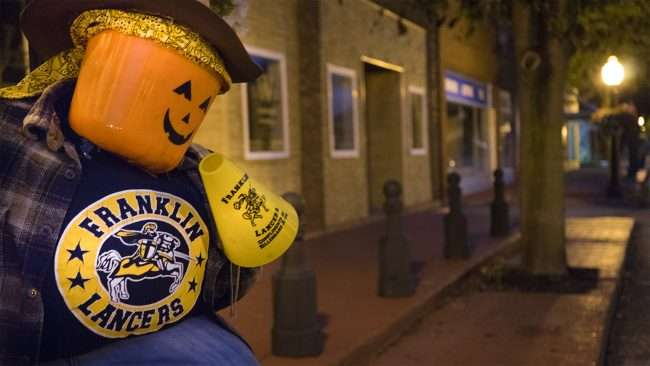 Oct 7, 2017 - Scarecrow Franklin Lancers fan on Market St, Metropolis, IL/photonews247.com