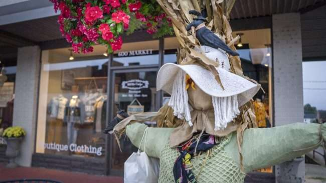 Oct 8, 2017 - Scarecrow decoration at Sixth and Vintage on 600 Market St, Metropolis, IL/photonews247.com