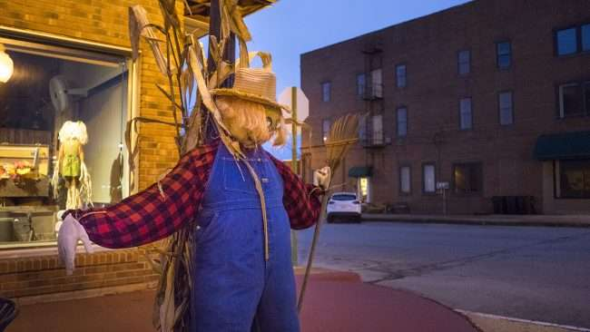 Oct 8, 2017 - Scarecrow in overalls, hat attached to post Market St, Metropolis, IL/photonews247.com