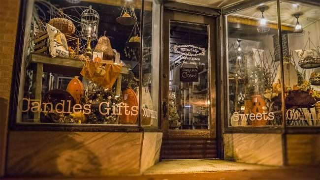Oct 7, 2017 - Sixth and Vintage, Candles, Gifts, Gourmet Food, Market Street, Downtown Metropolis, IL/photonews247.com