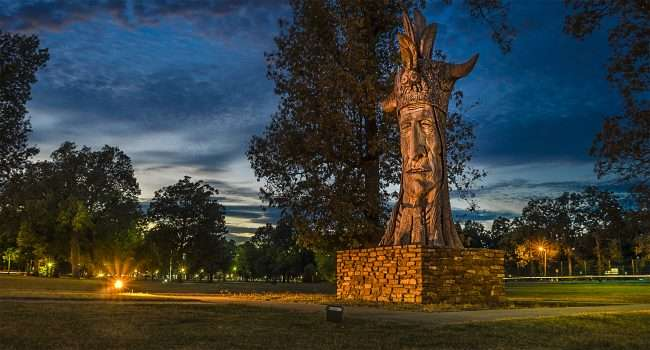 Oct 6, 2017 - Wacinton carving and Indian statue in Honor of Chickasaw Indians, Noble Park, Paducah, KY/photonews247.com