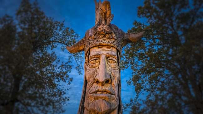 Oct 6, 2017 - Wacinton giant Indian carving in Honor of Chickasaw Indians, Noble Park, Paducah, KY/photonews247.com