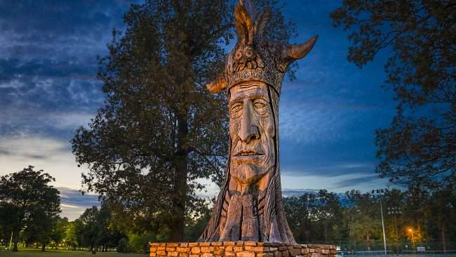 Oct 6, 2017 - Wacinton giant Indian statue in Noble Park, Paducah, KY/photonews247.com
