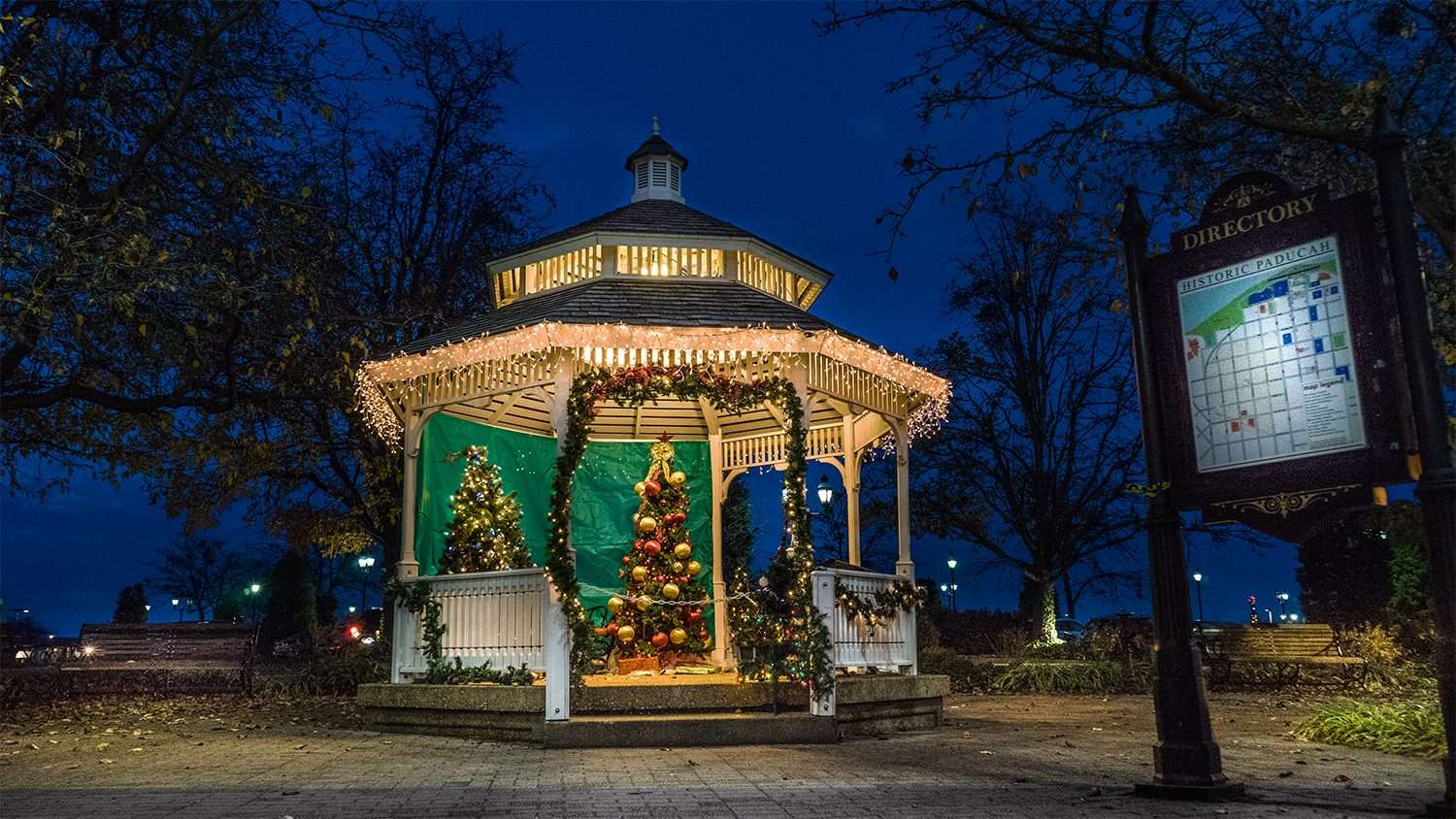 Nov 29, 2017 - Christmas Trees in Gazebo on Broadway Main Street, historic downtown Paducah, KY/photonews247.com