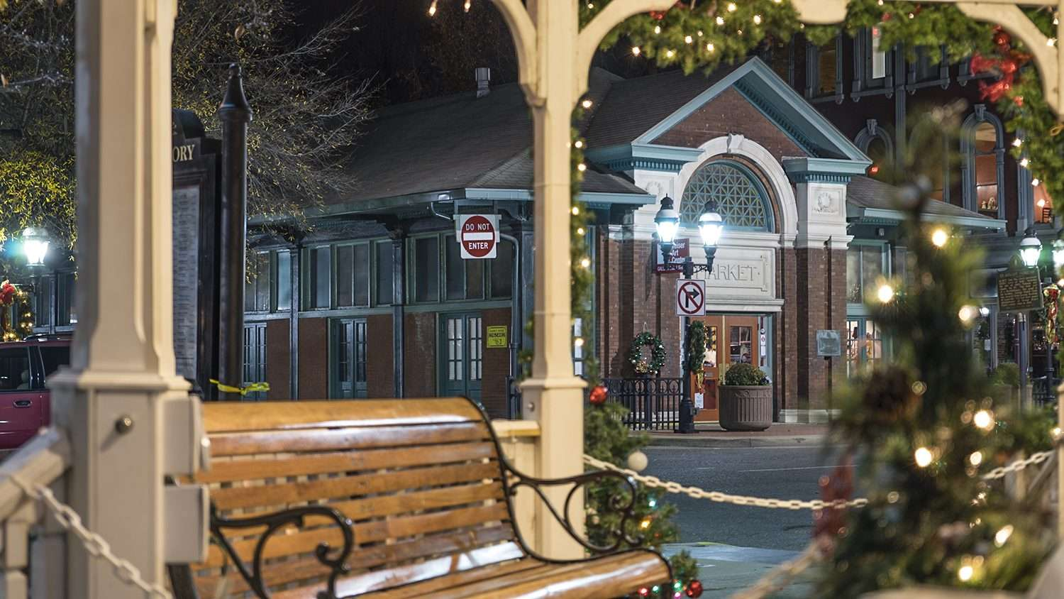 Nov 19, 2017 - Gazebo Christmas Broadway Main Street Downtown Paducah, KY/photonews247.com