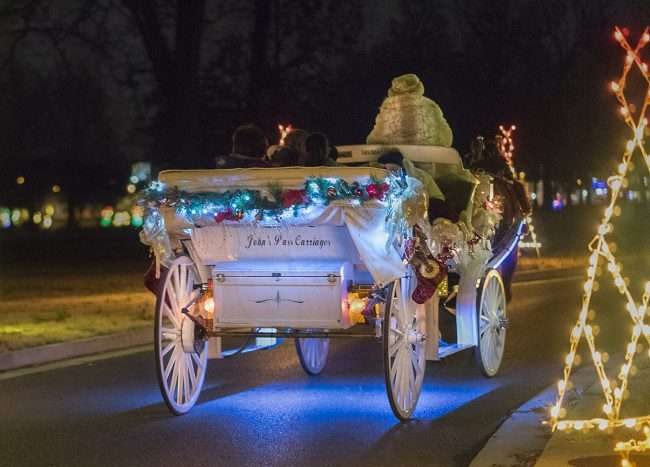 Dec 18, 2017 - John's Pass Carriage Service at Christmas in Noble Park, Paducah, KY/photonews247.com