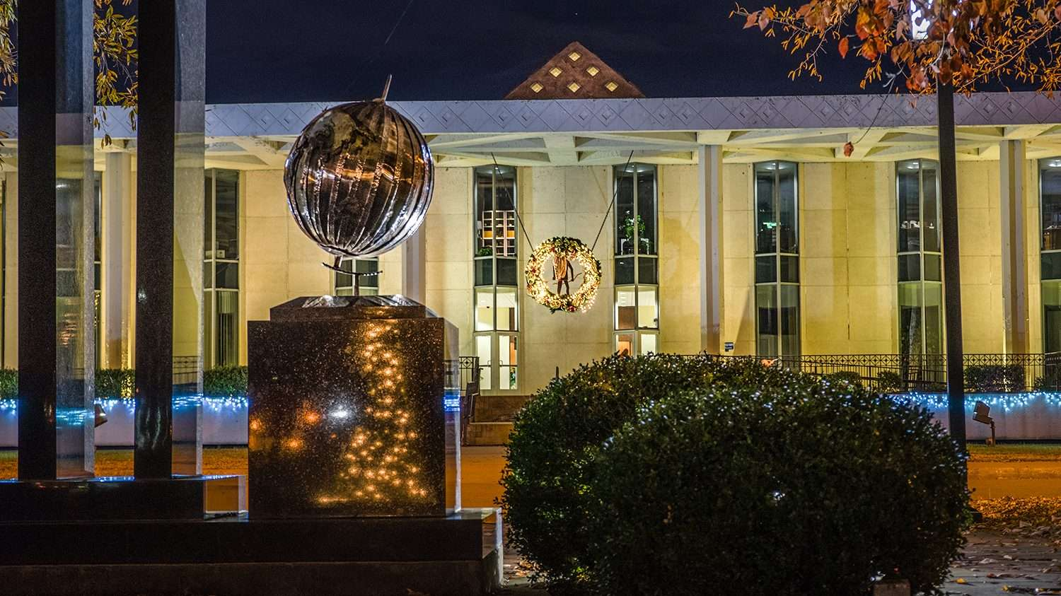Nov 29, 2017 - Paducah City Hall Christmas Reef/photonews247.com
