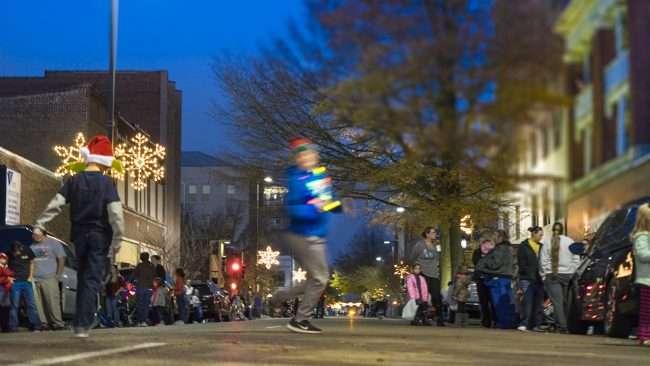 Dec 2, 2017 - Children on Broadway Main Street before Paducah's Christmas Parade/photonews247.com
