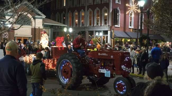 Dec 2, 2017 - Christmas Parade Downtown Paducah Farm tractor pulling Christmas float/photonews247.com