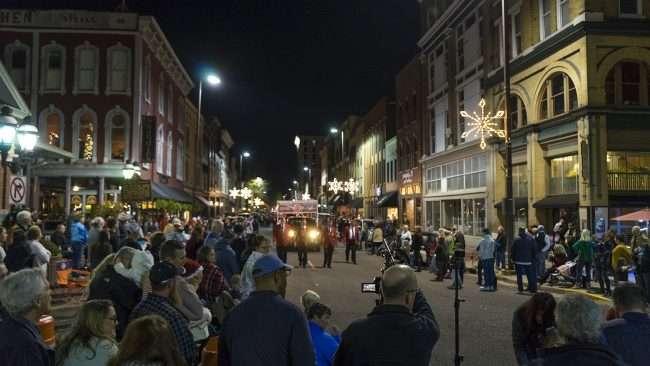 Dec 2, 2017 - Paducah's Christmas Parade with news crew taking videos/photonews247.com