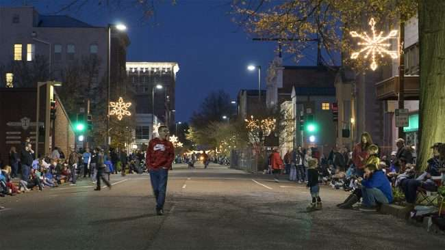 Dec 2, 2017 - Hundreds of people on Main Street Broadway waiting for Christmas Parade Downtown Paducah/photonews247.com