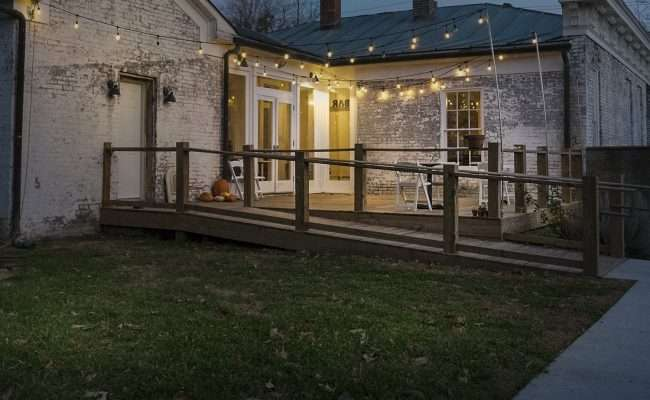 Dec 9, 2017 - Outside patio deck at Smedley Yeiser Lower Town Art District downtown Paducah, KY/photonews247.com