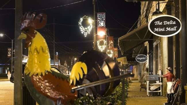 Dec 22, 2017 - Rooster at The Delta Mini Mall in the Historic Downtown area of Tunica MS/photonews247.com