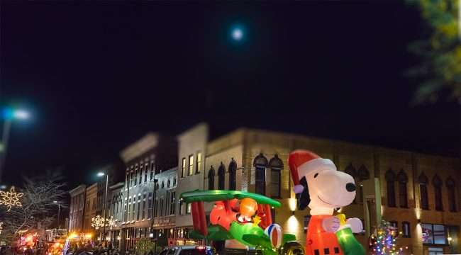 Dec 2, 2017 - Snoopy and Red Baron Float at Let it Glow Christmas Parade on Broadway Main Street in Downtown Paducah/photonews247.com