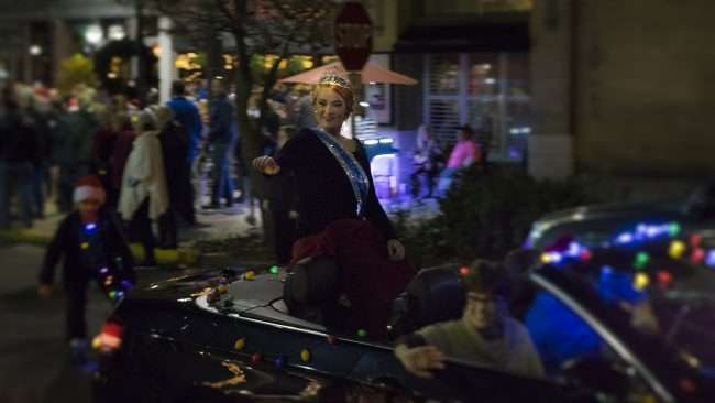 Dec 2, 2017 - The Queen participating in Paducah's Christmas Parade/photonews247.com