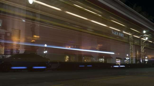 Dec 20, 2017 - Train goes by Saks Fifth Canal Street, New Orleans, LA/photonews247.com