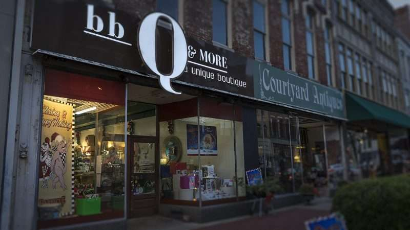 Dec 16, 2017 - bbQ & More gift shop Broadway Main Street, Paducah, KY/photonews247.com