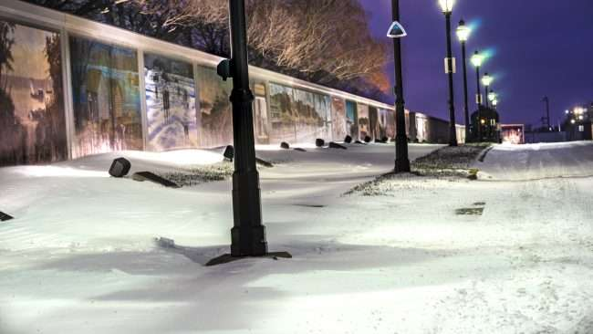 Jan 12, 2017 - First Snow 2018 in downtown Paducah next to Robert Dafford floodwall murals/photonews247.com