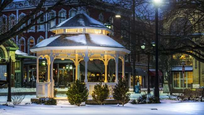 Jan 12, 2018 - Gazebo 2nd and Broadway first snow 2018 Paducah/photonews247.com