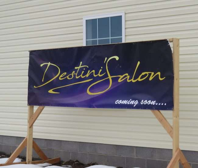 Jan 20, 2018 - coming soon sign for Destini's Salon, Paducah, KY/photonews247.com
