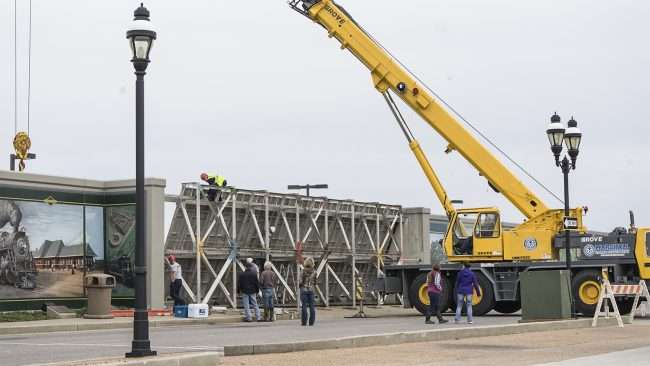 Feb 25, 2018 - Crane lifts sections to close floodwall downtown Paducah, KY/craig currie