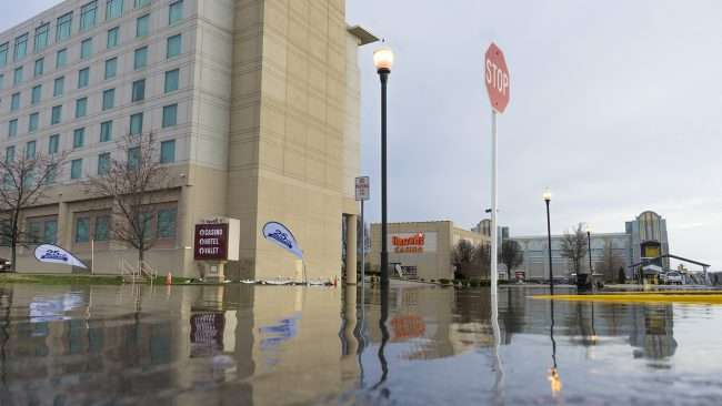Feb 25, 2018 - Harrah's Hotel and Casino closes due to rising Ohio River levels causing flooding in parking lot/craig currie