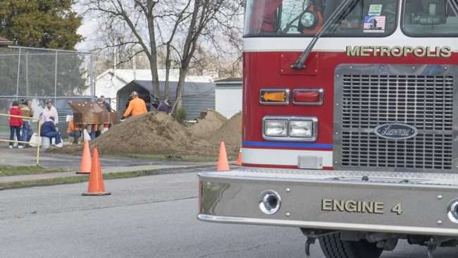 03.01.2018 - Local 6 News filming men from the Fire Dept. the Mayor and other residence helping fill sandbags to fight off rising waters from this years flood in Metropolis IL/craig currie