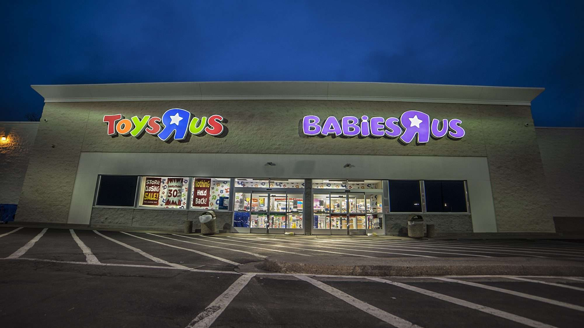 March 27, 2018 - Toys'R'Us/ Babies'R'Us closing sale in Paducah KY/photonews247.com