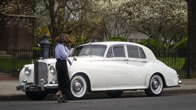 April 14, 2018 - Woman taking photo of Vintage 1959 Bentley from Matchless Transportation Limo Service at Grace Episcopal Church Paducah Broadway/photonews247.com